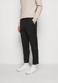 Filippa K - M. TERRY CROPPED TROUSER - Trousers - black - 0