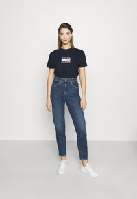 Tommy Jeans - STAR AMERICANA FLAG TEE - T-shirts print - twilight navy - 1