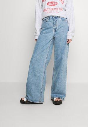 AIKO LONG - Jeans a zampa - light retro
