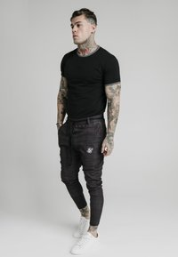 SIKSILK - RINGER GYM TEE - T-shirt basic - black - 4