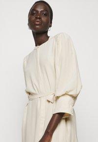 Bruuns Bazaar - LILLIE DAISY DRESS - Paitamekko - kit - 3