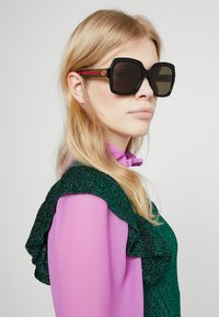 Gucci - Sonnenbrille - black/gree/brown - 1