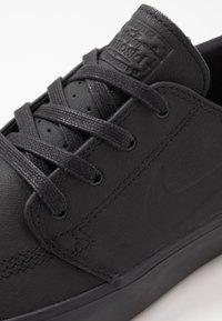 Nike SB - ZOOM JANOSKI - Sneakers laag - black - 5