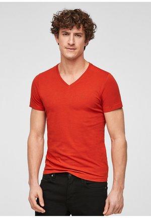MIT V-AUSSCHNITT - Basic T-shirt - dark orange