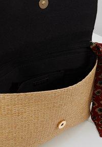 PARFOIS - Across body bag - ecru - 4
