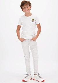 Vingino - HARVEY - Print T-shirt - real white - 0