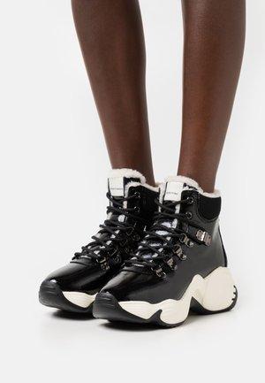 TREK - Sneakers hoog - black