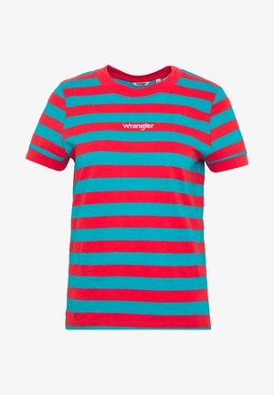STRIPED HIGH - Print T-shirt - bittersweet red