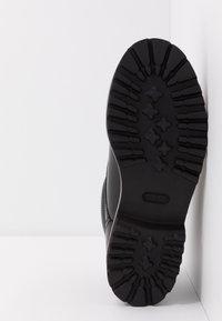 KARL LAGERFELD - TERRA MID LACE BOOT - Šněrovací kotníkové boty - black - 4