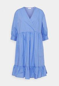 Marc O'Polo DENIM - DRESS WRAP OPTIC RUFFLE HEM - Denní šaty - intense blue - 0