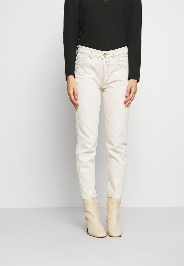 THEDA BOYFRIEND - Relaxed fit jeans - ecru wash