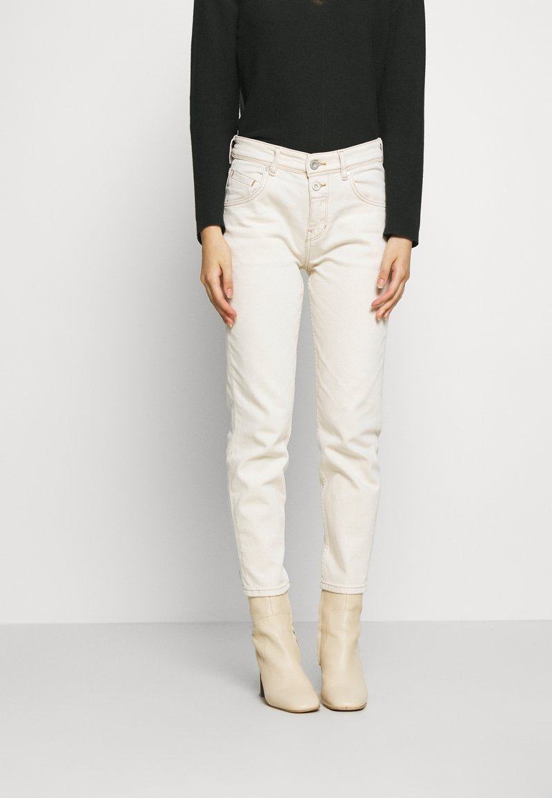 Marc O'Polo - THEDA BOYFRIEND - Relaxed fit jeans - ecru wash