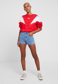 Levi's® - FLORENCE CREW - Sweatshirt - baby tab crew brilliant red - 1