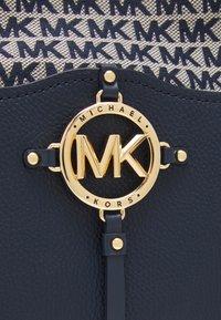 MICHAEL Michael Kors - AMY HOBO - Across body bag - navy - 5
