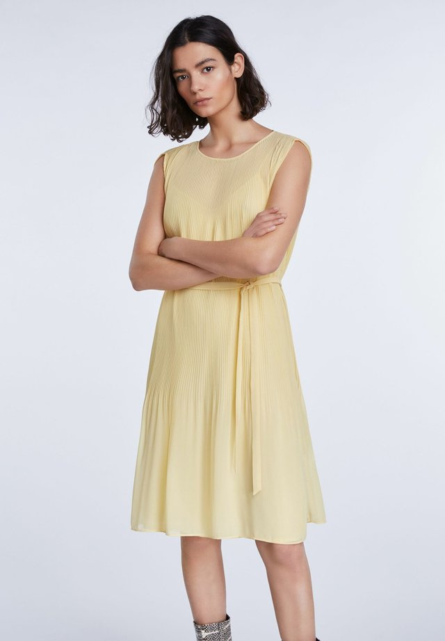 TAILLIERTE - Day dress - yellow