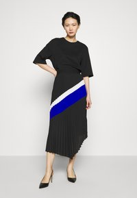 DKNY - PULL ON PLEATED ASYMM - A-snit nederdel/ A-formede nederdele - black/ivory/electric blue - 1