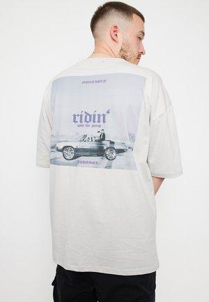 RIDIN - T-shirt med print - grey