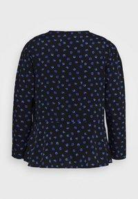 New Look Curves - BETH FLORAL FRONT PEPLUM - Blůza - black pattern - 7