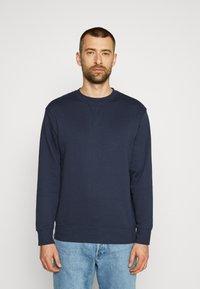 Selected Homme - SLHJASON CREW NECK - Sweatshirt - navy blazer - 0