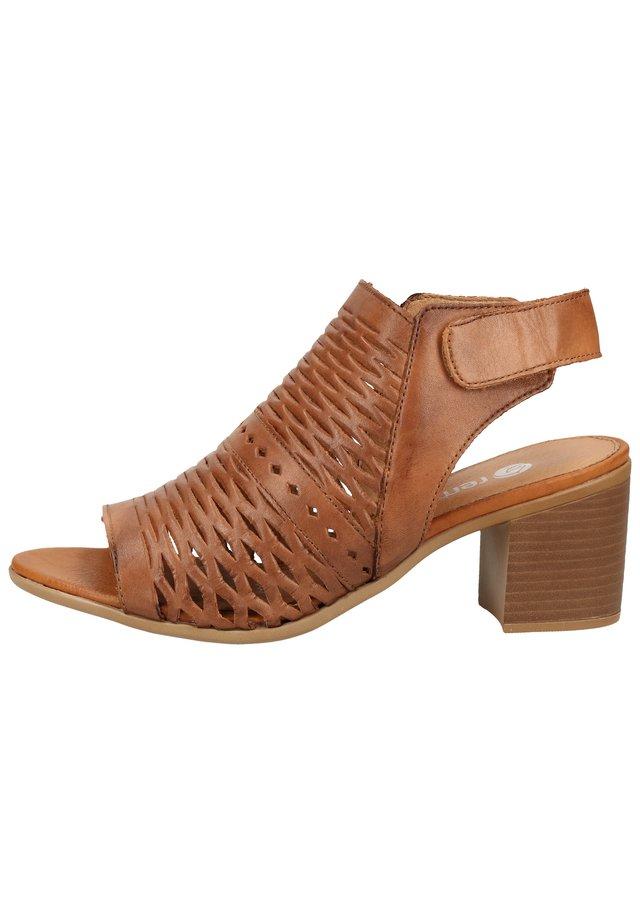 Sandaler m/ skaft - muskat 24