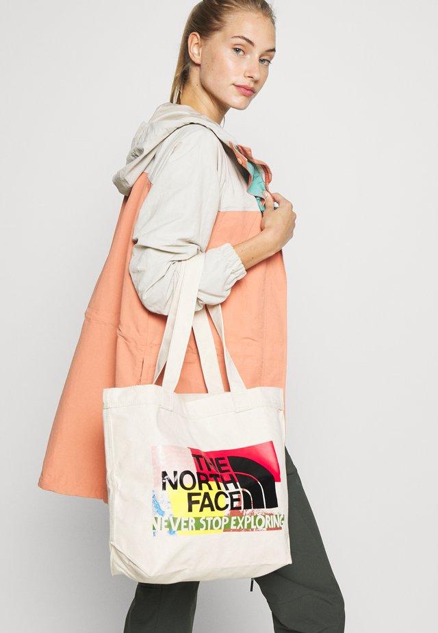 TOTE - Sportovní taška - lula print