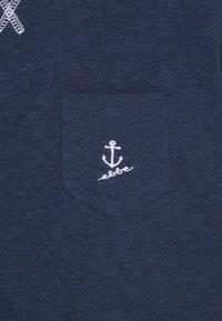 Ebbe - GILBERT TEE - Print T-shirt - navy - 2