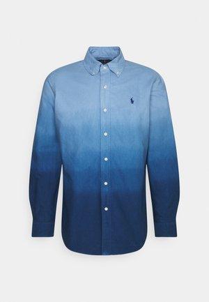 DIP DYED OXFORD - Koszula - blue