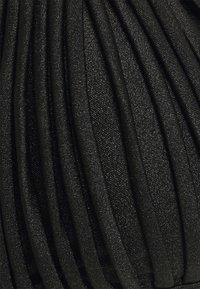 Hunkemöller - MACRAME TRIANGLE - Bikini top - black - 2