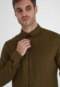 Tailored Originals - Camisa - dark olive - 3