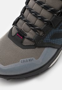 adidas Performance - adidas TERREX TRAILMAKER MID COLD.RDY WANDERSCHUHE - Hiking shoes - metal grey/core black/power berry - 5