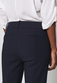 J.CREW TALL - CAMERON PANT IN STRETCH - Stoffhose - navy - 5