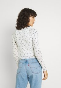 BDG Urban Outfitters - DITSY FLORAL TWIN SET - Cardigan - white - 2