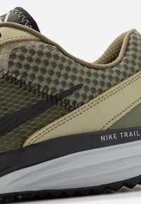 Nike Performance - JUNIPER - Zapatillas de trail running - tent/off noir/life lime/yukon brown - 5