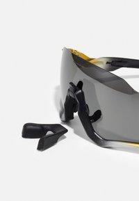 Oakley - FLIGHT JACKET UNISEX - Sports glasses - trifecta fade - 2