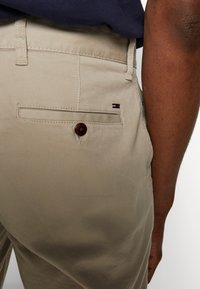 Tommy Jeans - ESSENTIAL - Shorts - stone - 5