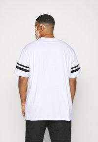 Only & Sons - ONSNASA STRIPE TEE PLUS - Print T-shirt - white - 2