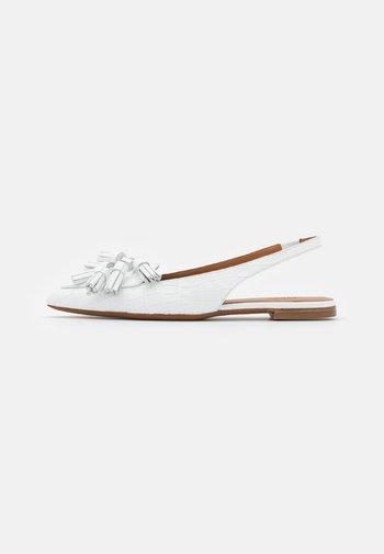 EMBOSSED  FLAT - Slingback ballet pumps - white