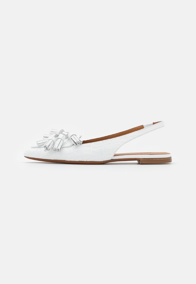 EMBOSSED  FLAT - Baleríny s otevřenou patou - white