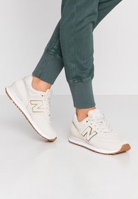 New Balance - WL574 - Matalavartiset tennarit - beige - 0
