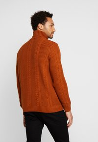 New Look - CABLE PATTERN ROLL NECK - Neule - burnt orange - 2