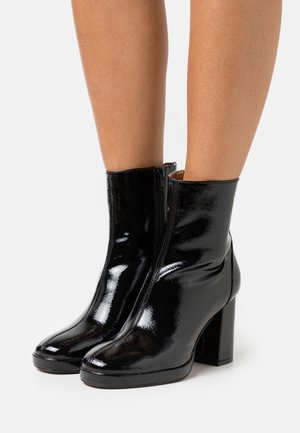 ONLBERRIE BOOTIE - Classic ankle boots - black