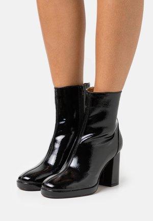 ONLBERRIE BOOTIE - Kotníkové boty - black