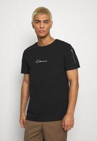 CLOSURE London - UTILITY TEE - T-shirt con stampa - black - 0