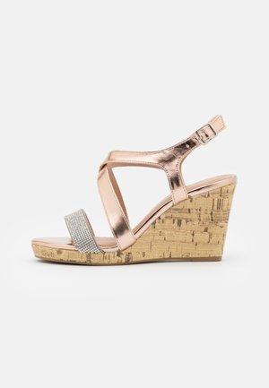 WIDE FIT SUNSHINE BLING MULTISTRAP WEDGE - Sandály na vysokém podpatku - rose gold