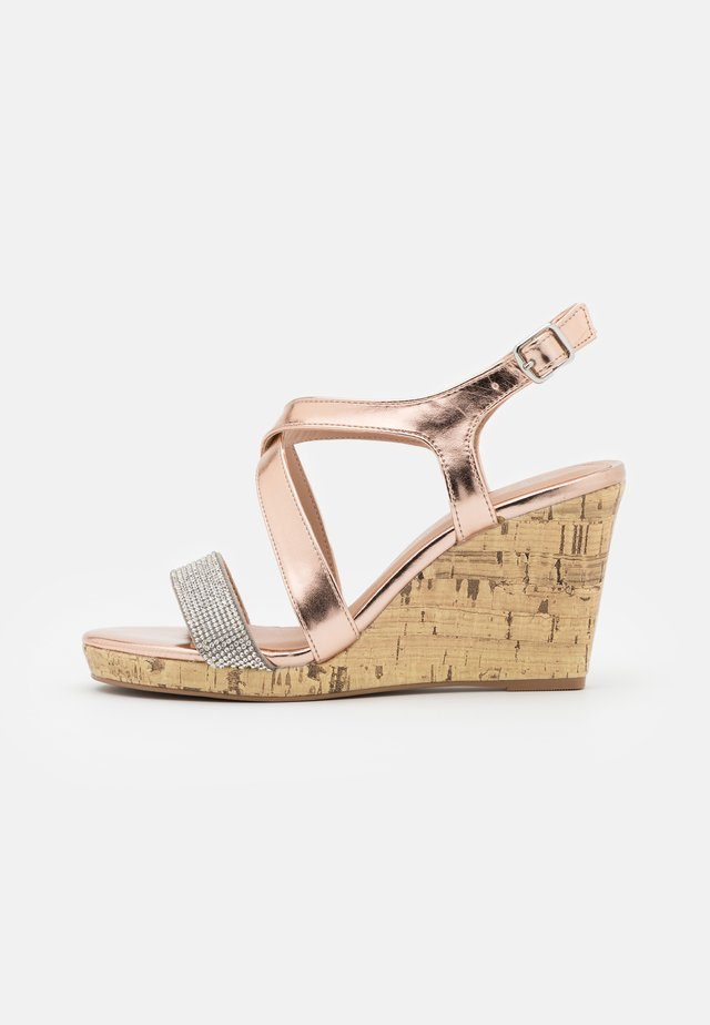 WIDE FIT SUNSHINE BLING MULTISTRAP WEDGE - Sandały na obcasie - rose gold