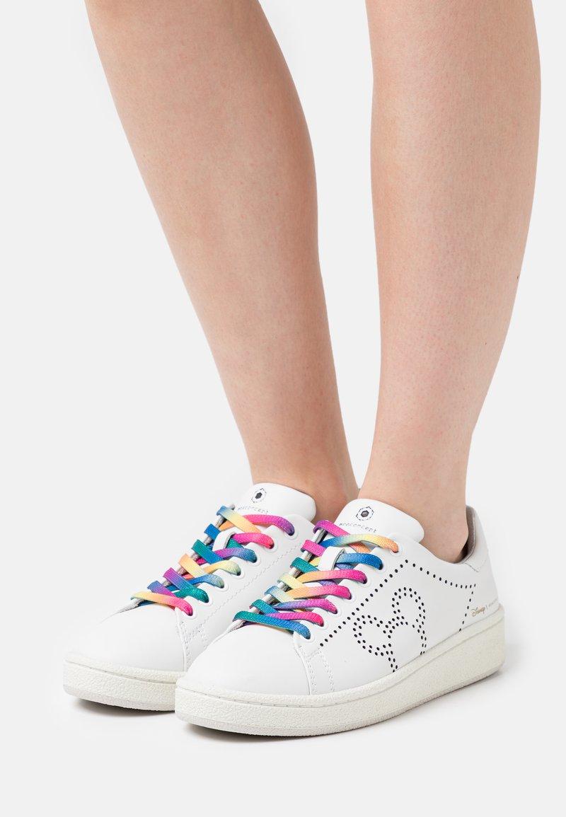 MOA - Master of Arts - GRANDMASTER - Sneakers basse - white