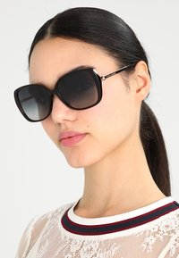 Marc Jacobs - Sonnenbrille - mottled dark brown - 1