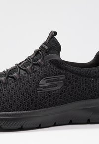 Skechers Wide Fit - SUMMITS - Sneakers - black - 2