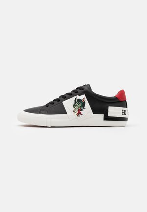 PATCH WOLF - Trainers - black/white
