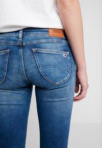 Tommy Jeans - SOPHIE LOW RISE - Jeans Skinny - blue denim - 5